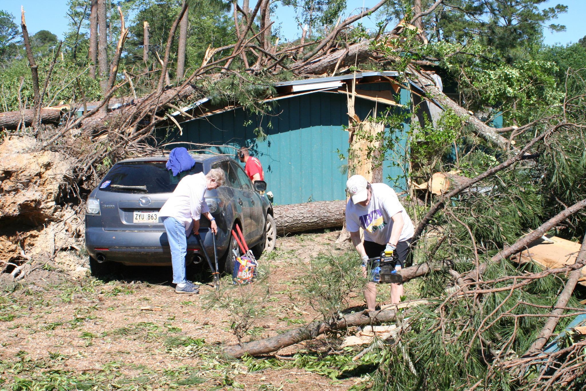 Volunteers on Pinewood Lane — April 26